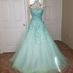 Green Jovani Size 2 Prom Pageant Dress